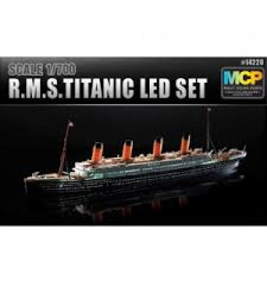 r.m.s. titanic + led set  1:700